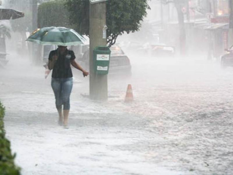 Prevén caída de granizo y fuertes lluvias