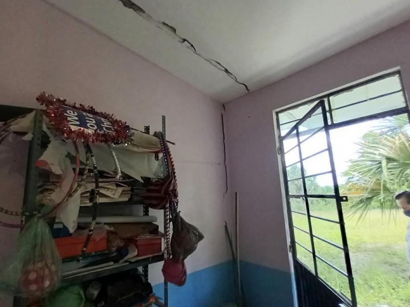Primaria de Tuxpan reporta robo y daños estructurales