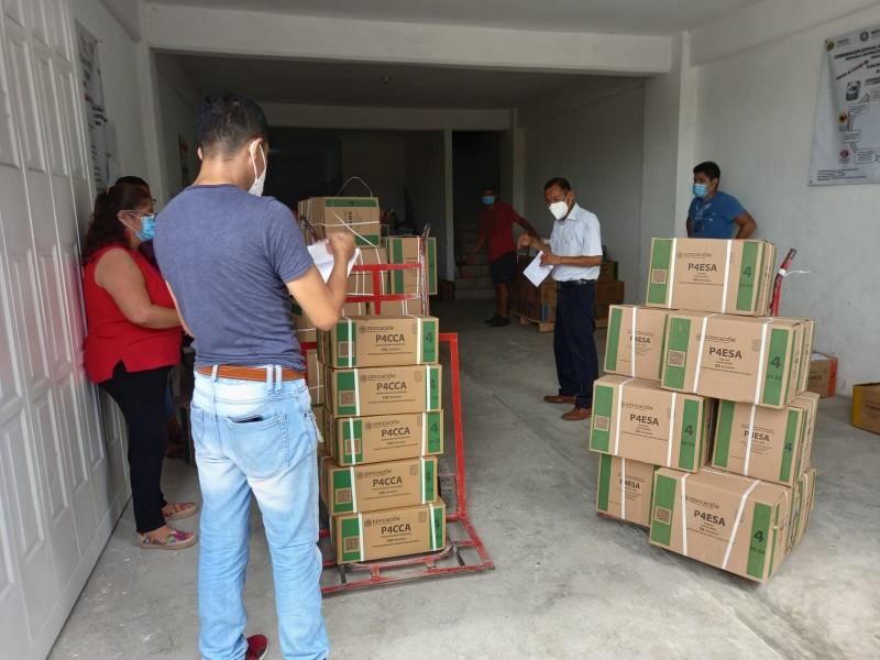 Primarias estatales inician proceso de entrega de libros de texto