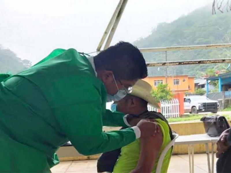Primeras vacunas anticovid aplicadas a adultos mayores en Oaxaca