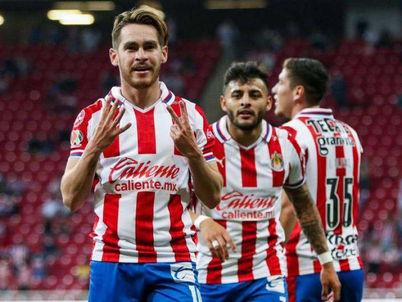 Privan de la libertad a jugador de Chivas