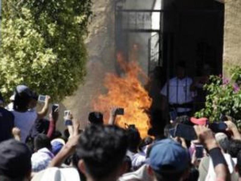 Procesan a menor por doble linchamiento en Acatlán