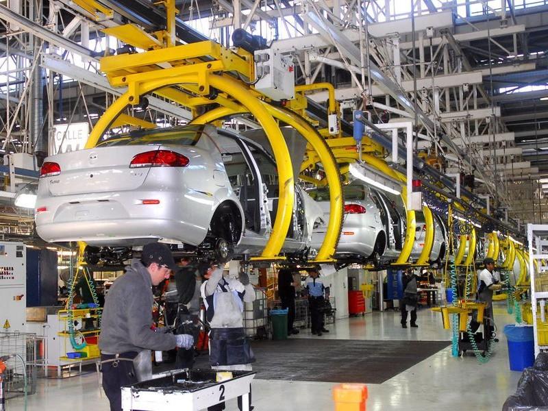 Producción de autos en México, se desploma durante febrero