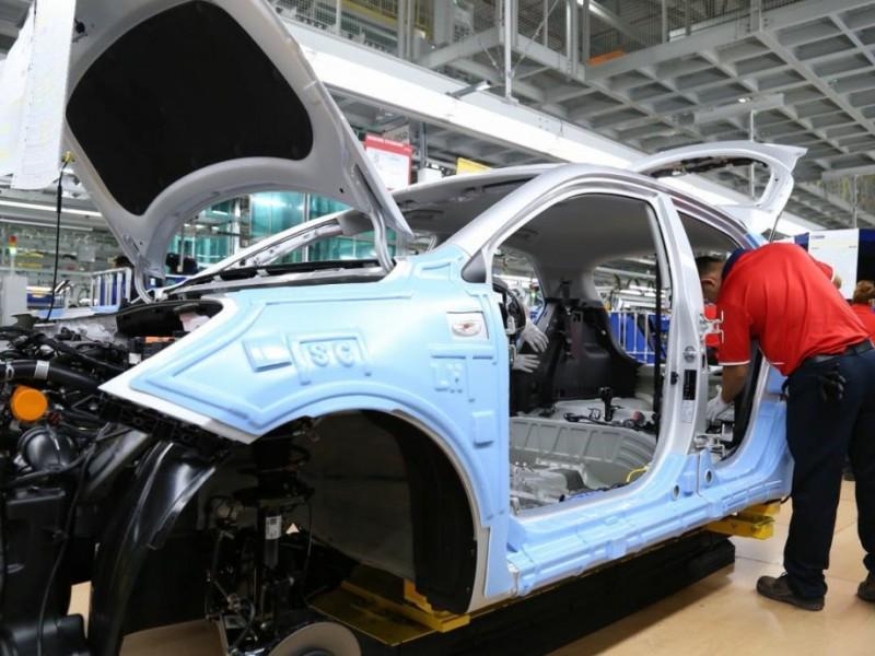 Producción y exportación de vehículos en México sigue en picada