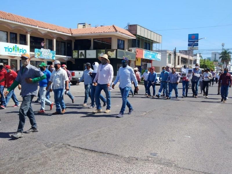 Productores siguen en la lucha, se manifiestan con marcha pacífica