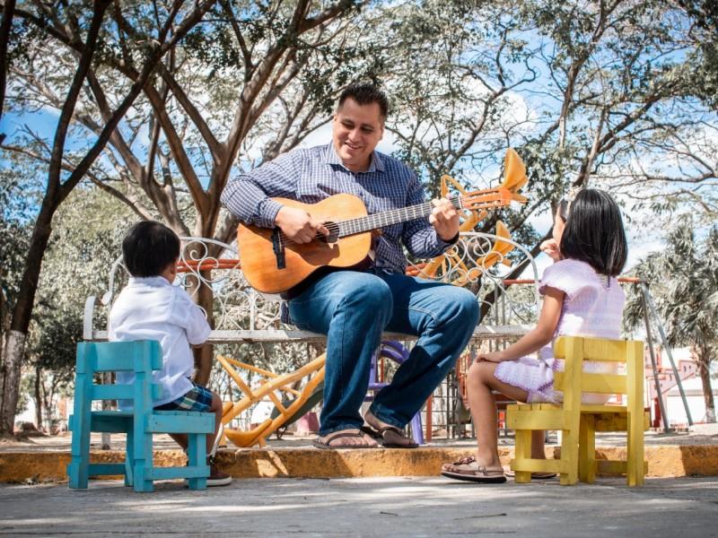 Profesor de Ixtepec aplica Pedagogía a distancia través de canciones