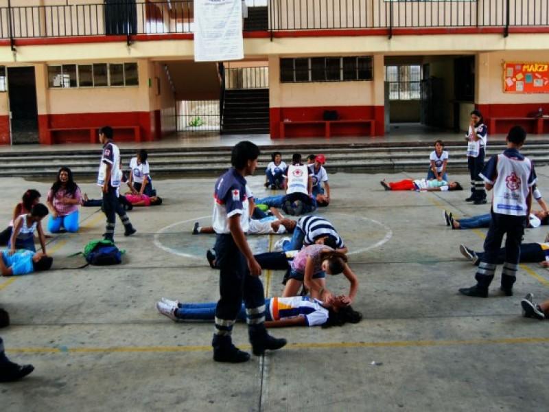 Programas de primeros auxilios en el sector educativo