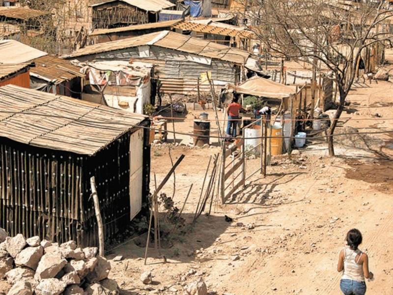 Programas sociales federales ayudaron a frenar aumento de pobreza