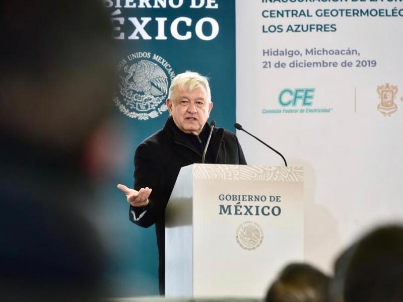 Promete AMLO revisar contratos desfavorables en CFE
