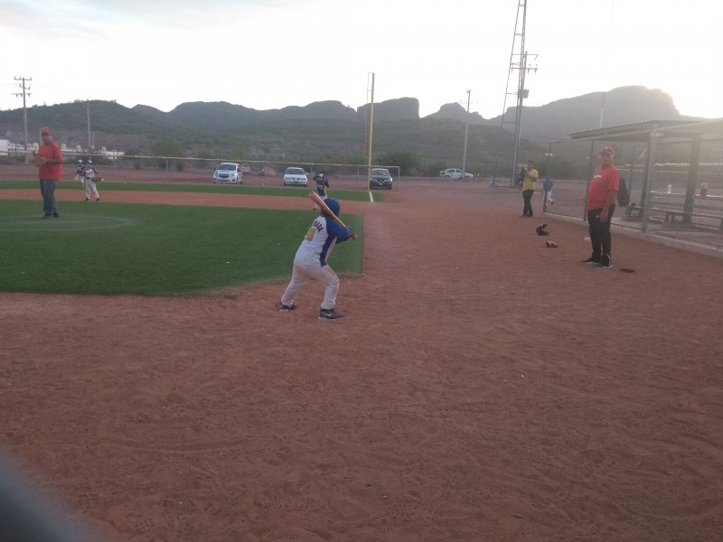 Promueven campamento de béisbol para niños y adolescentes