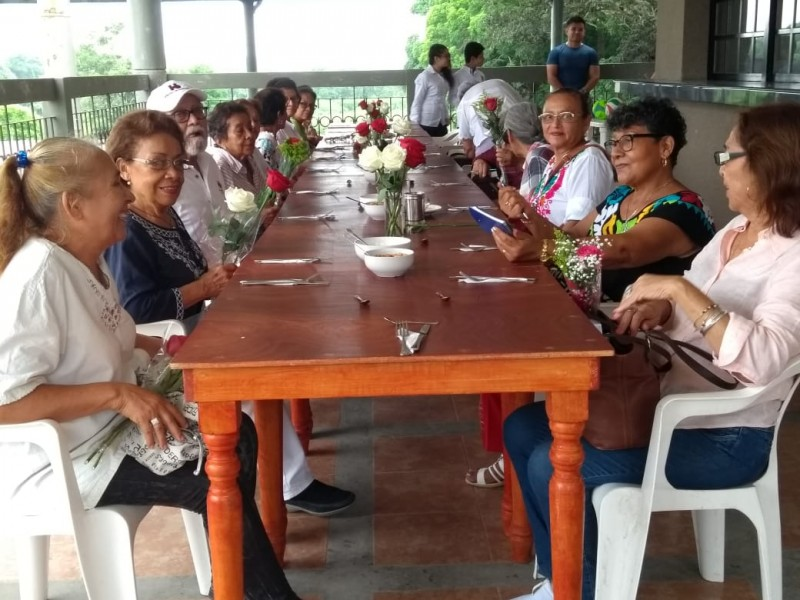 Promueven Hábitos Alimenticios en el Adulto Mayor