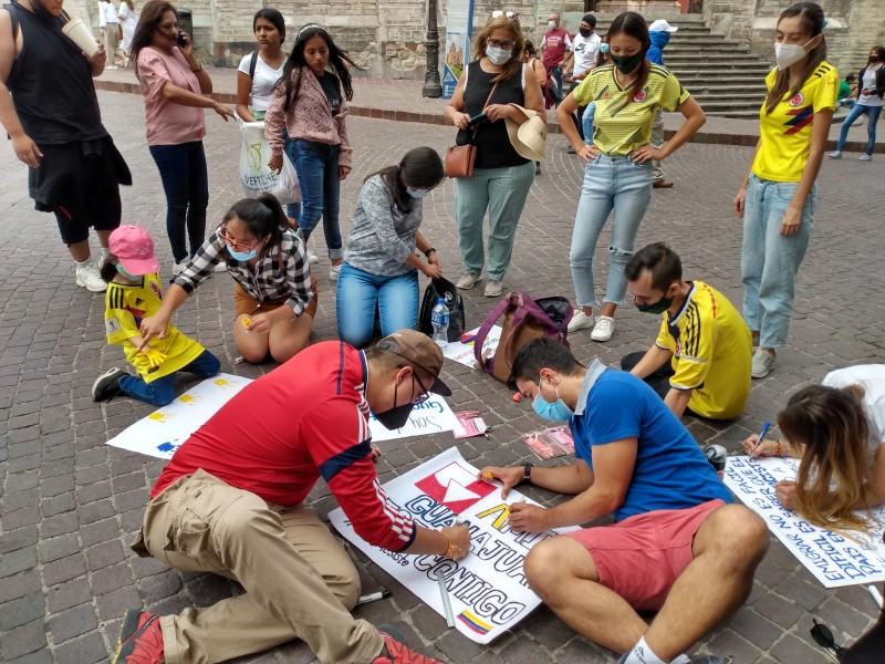 Protestas colombianas se hacen presentes pacíficamente en Guanajuato Capital