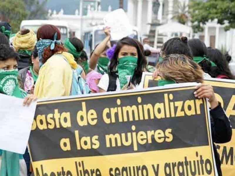 Proponen amnistía para presas por abortar