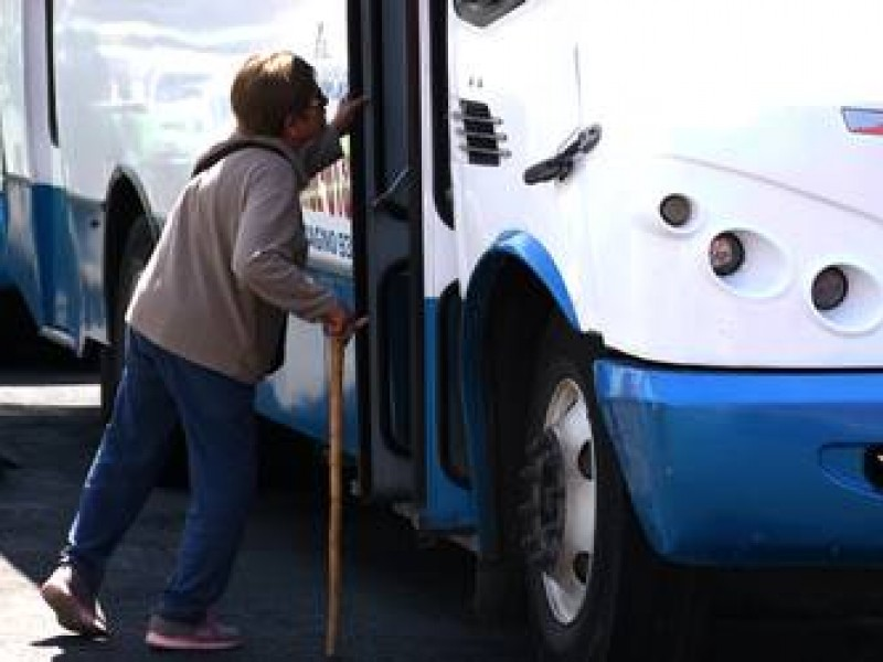 Propuesta Beneficiaría a Adultos Mayores y Taxistas