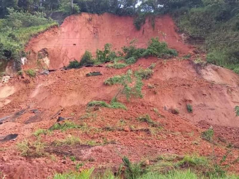 Protección Civil reporta un derrumbe en El Paraíso
