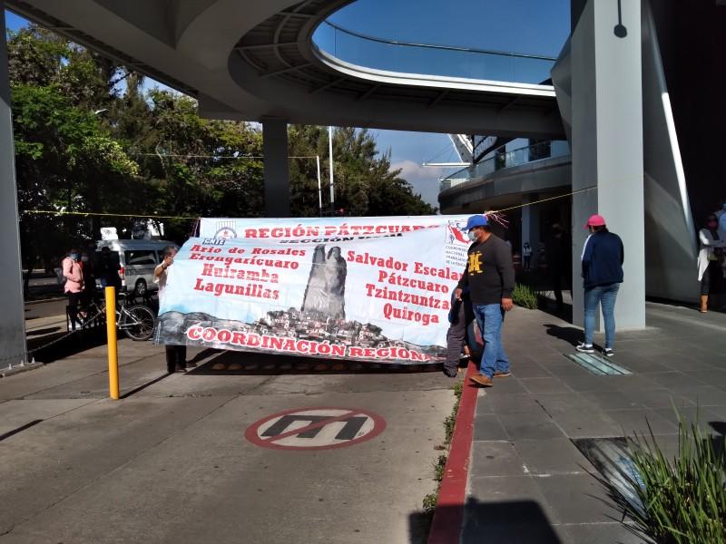 Protesta CNTE en zona bancaria de Morelia