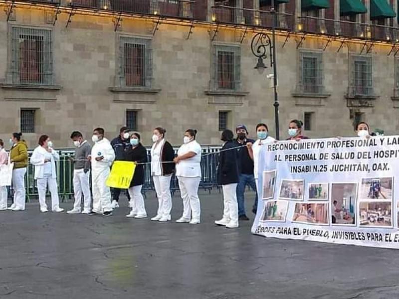 Protesta personal sanitario de Juchitán en Ciudad de México
