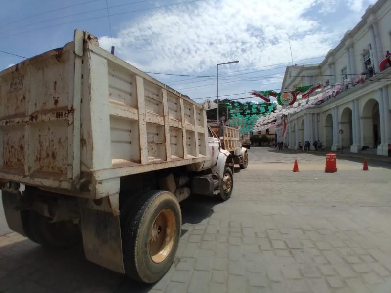 Protesta sindicato materialista en Tehuantepec, exigen participación en obras municipales