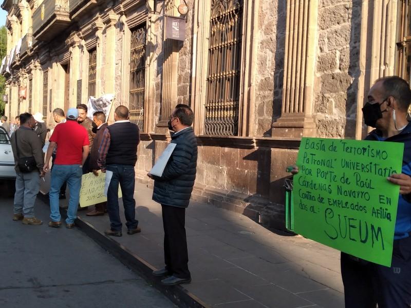 Protesta SUEUM en Centro de Morelia en exigencia de pagos