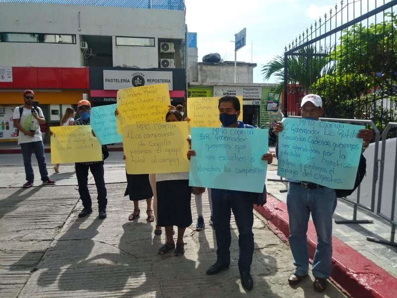 Protestan campesinos en demanda de apoyos para el campo