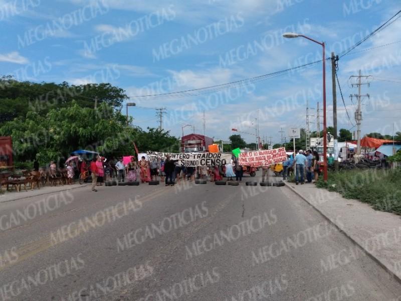 Protestan. con bloqueo carretero en Juchitán