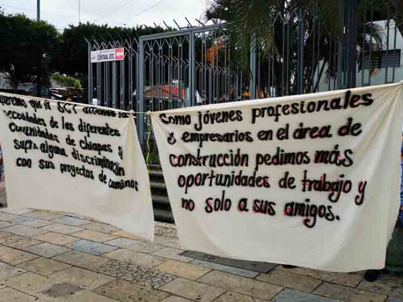 Protestan constructores ante la SCT