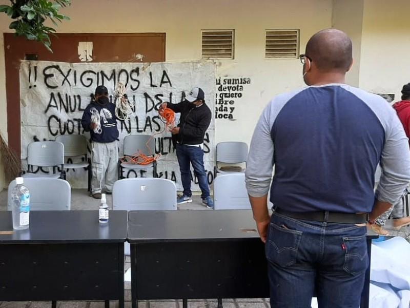 Protestan en la UABJO por altas cuotas de inscripción
