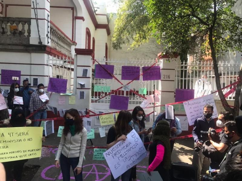 Protestan en sede de Morena contra candidatura de Salgado Macedonio