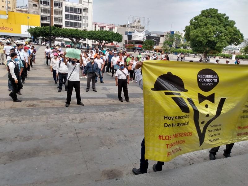 Protestan meseros que se quedaron sin empleo por COVID-19