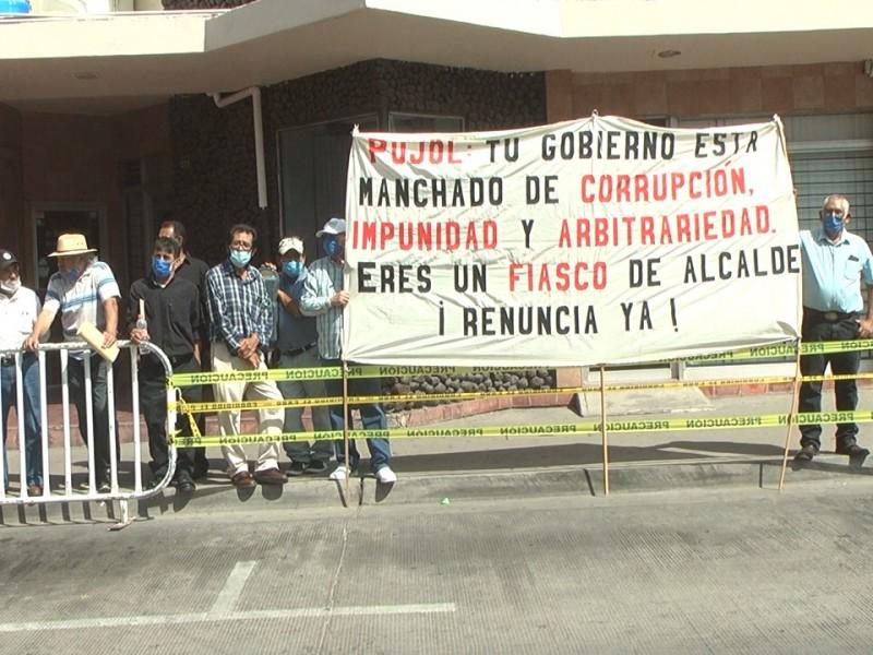 Protestan morenistas contra alcalde Jesús Pujol y su segundo informe