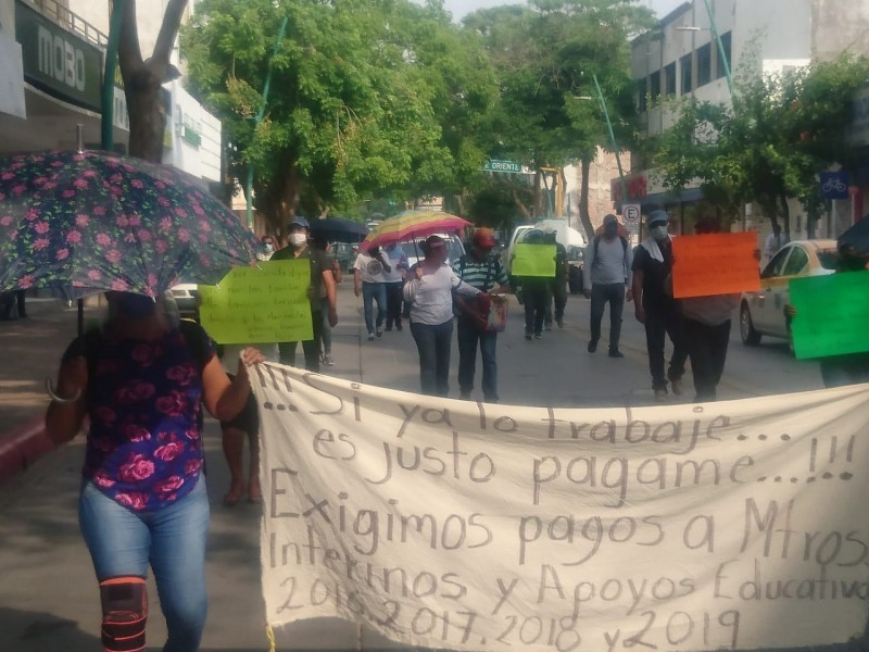 Protestan nuevamente interinos, SE no entrega documentos para sus pagos