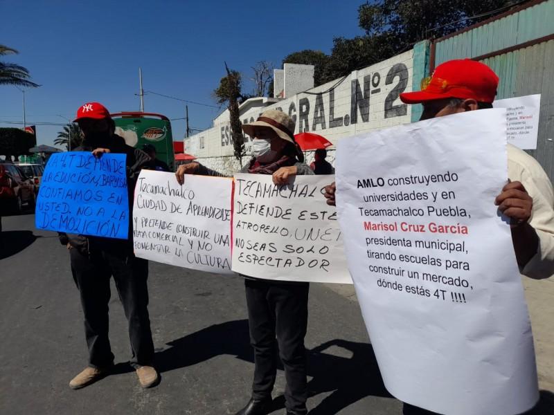 Protestan padres de familia en Tecamachalco por demolición de secundaria