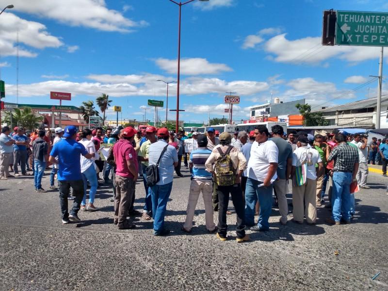 Protestan pescadores de Juchitán por la contaminación del complejo lagunar