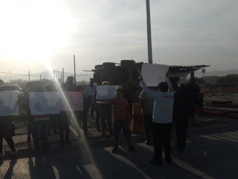 Protestan por falta de agua en fraccionamiento El Mirador