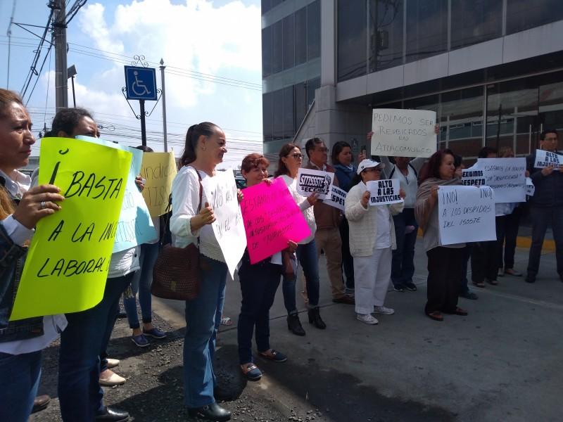 Protestan trabajadores del ISSSTE en Toluca