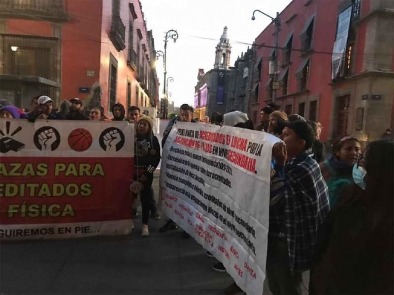Protestan trabajadores mineros y maestros