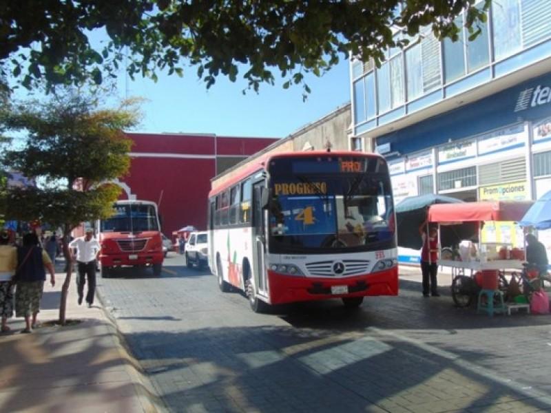 Protestan transportistas por cierre de centro histórico