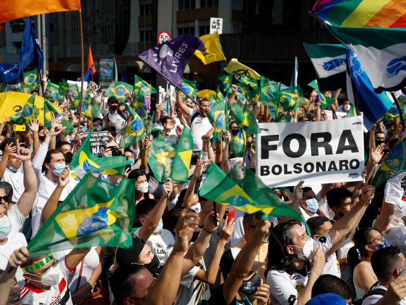 Protestas piden la destitución de Bolsonaro en Brasil
