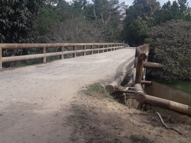 Puente  a punto de colapsar