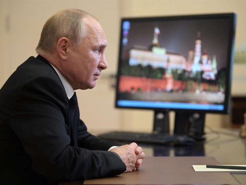 Putin defiende al partido oficialista Rusia Unida ante críticas