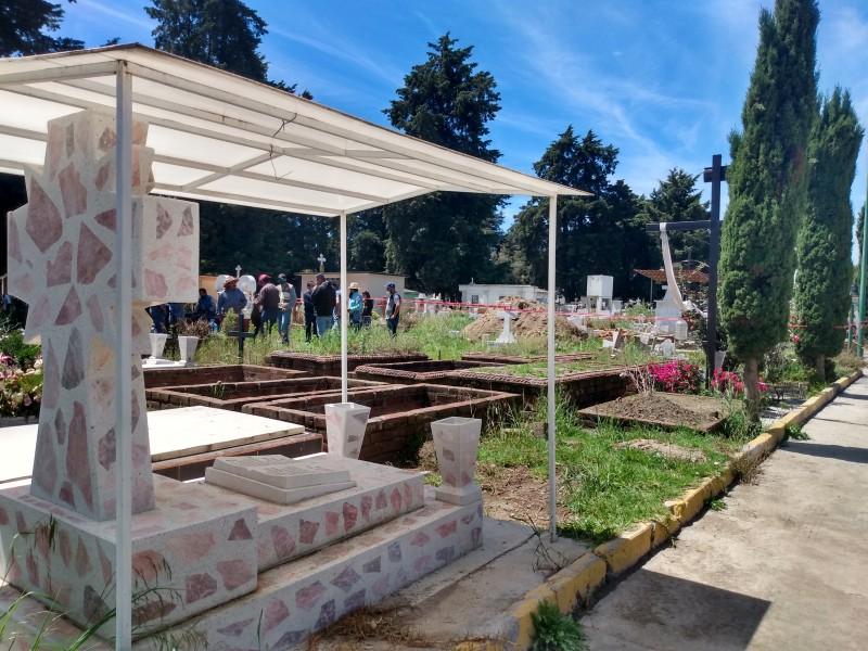 Quedan sepultados tras derrumbe de fosa en Toluca