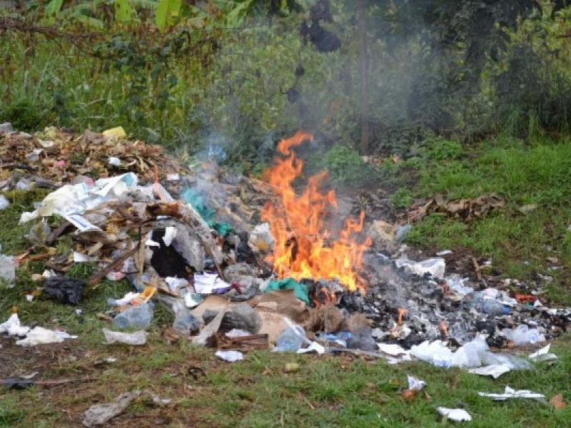 Sin controlar quema de basura en Salina Cruz
