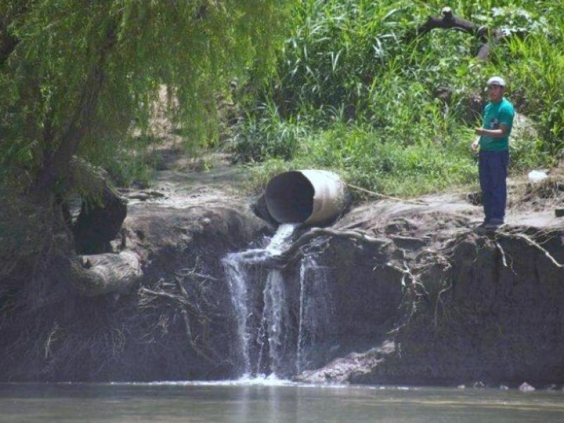 Ratifica. Permisos para desechar aguas negras a ríos