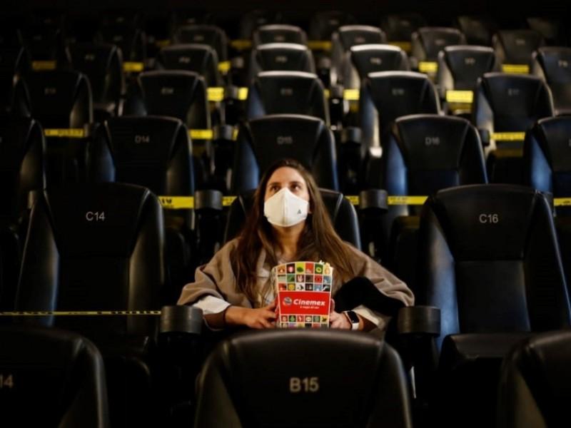 Reabren cines, teatros y museos tras cierre por coronavirus