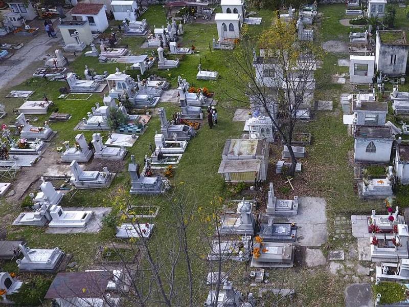 Reabrirán panteones al 100% para Día de Muertos