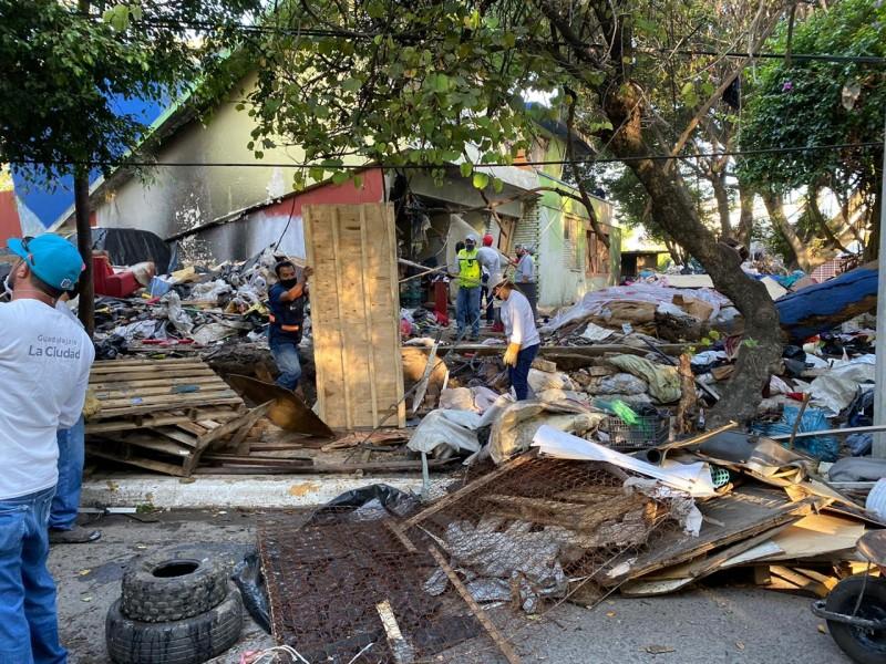 Realiza el Gobierno de Guadalajara desalojo y limpieza en casa