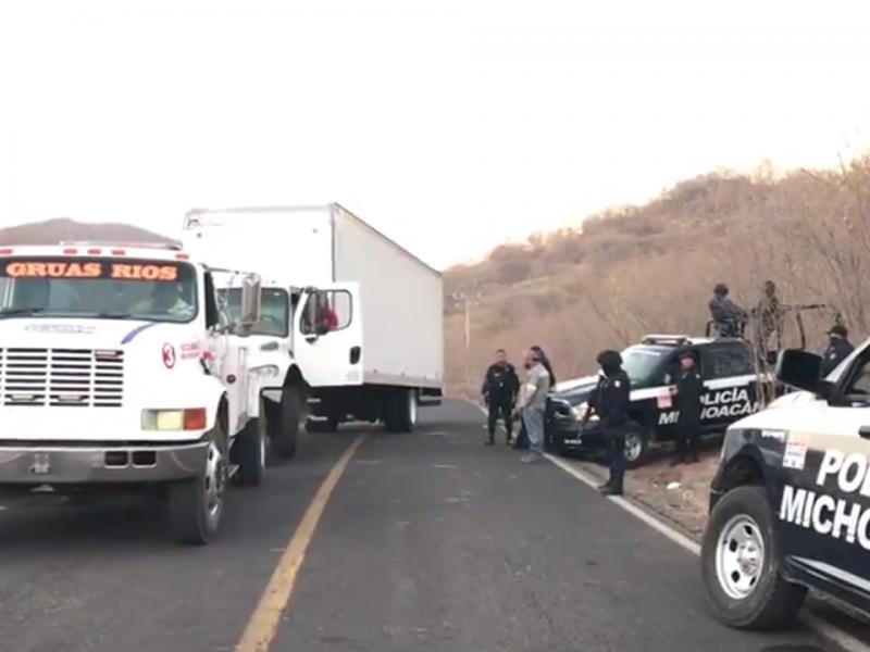 Realiza SSP operativo para recuperar carreteras en Aguililla