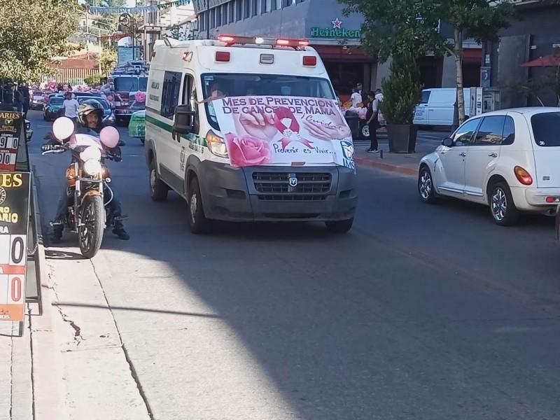 Realizan caravana de contra el cáncer de mama