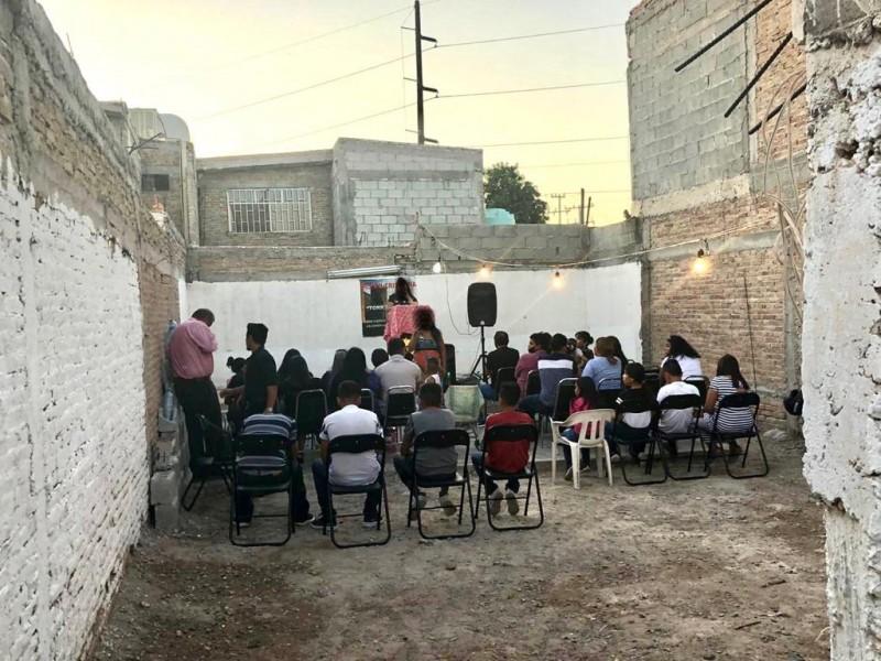 Realizan ceremonias religiosas sin cubrebocas ni sana distancia en Torreón