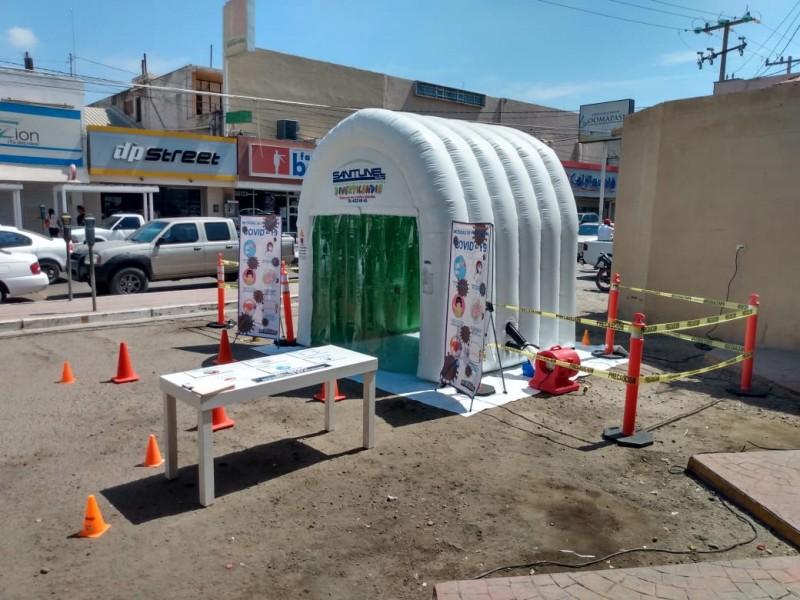 Realizan demostración del túnel sanitizante en el Mercado Municipal